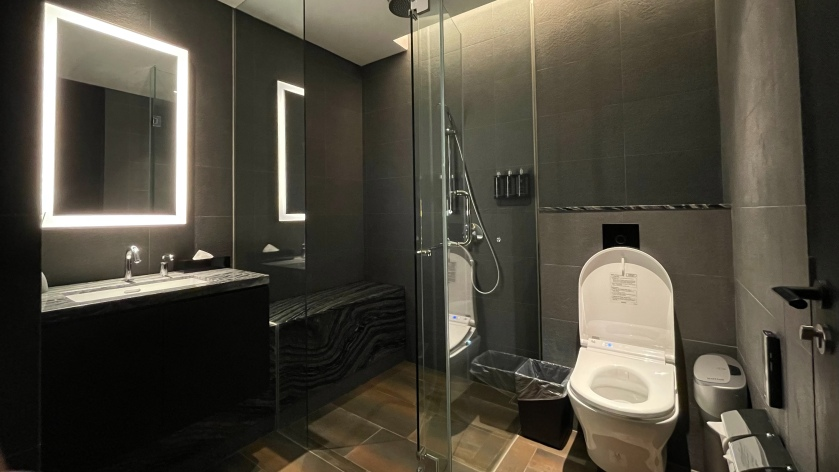 The Clan Hotel shower suites